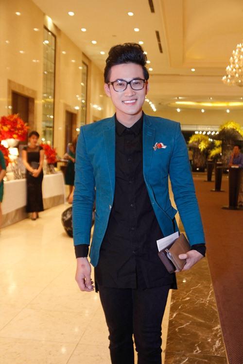 Tường Vi nổi bật trong dàn sao dự tiệc cưới Vân Trang - 16