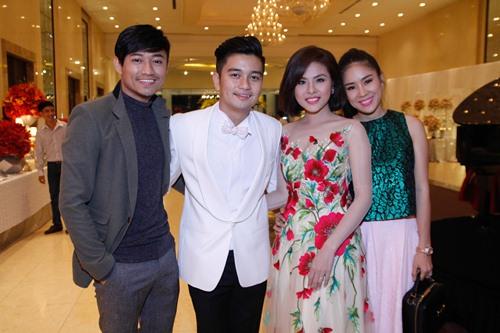 Tường Vi nổi bật trong dàn sao dự tiệc cưới Vân Trang - 17