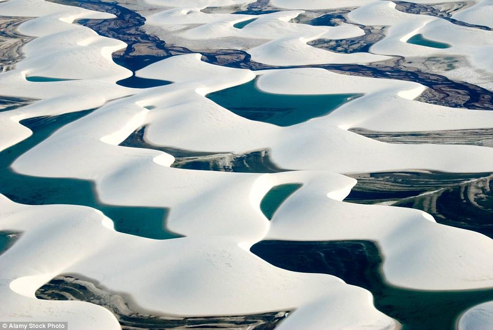 Ảnh: Cồn cát biến thành hồ nước đẹp mê hồn ở Brazil - 1