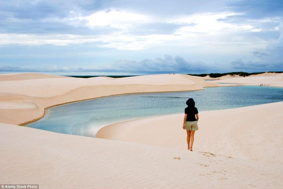 Ảnh: Cồn cát biến thành hồ nước đẹp mê hồn ở Brazil - 2