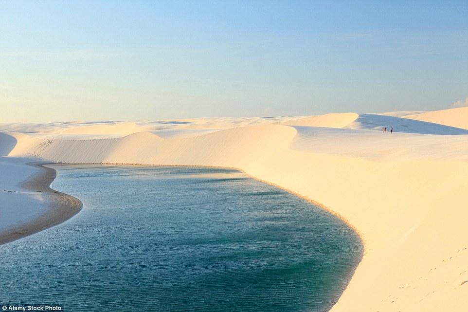 Ảnh: Cồn cát biến thành hồ nước đẹp mê hồn ở Brazil - 4