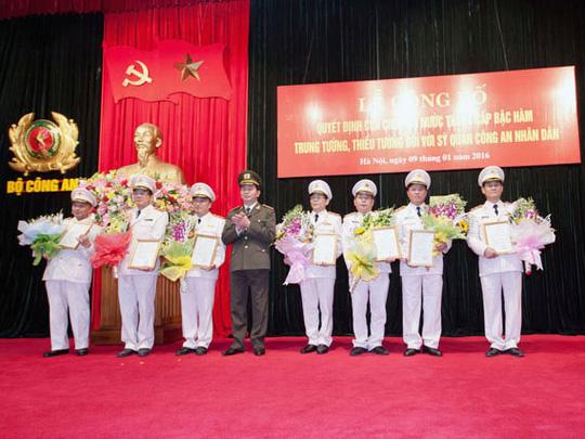 Thăng hàm cấp Tướng cho nhiều sĩ quan công an - 1