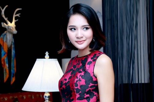 Hoa hậu Hương Giang khoe vẻ trẻ trung với tóc ngắn - 3