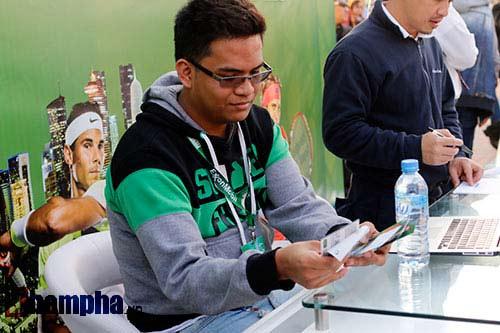 """Fan Việt xếp hàng 4 tiếng """"săn"""" Djokovic, Nadal ở Qatar - 2"""