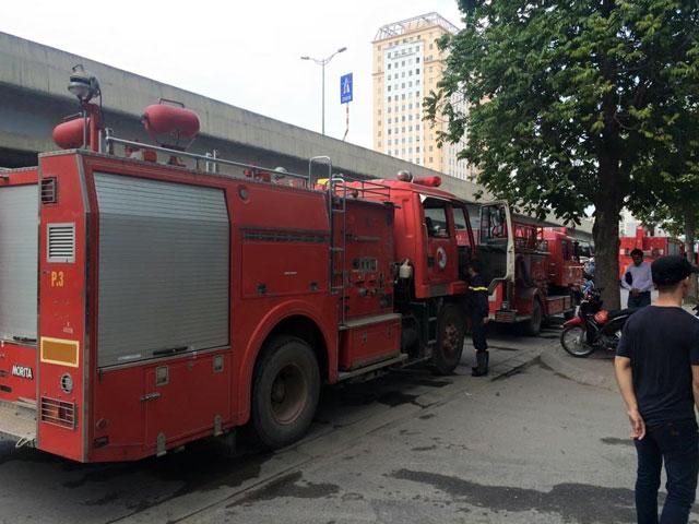 Cháy Toyota Mỹ Đình, hàng chục người tháo chạy - 4