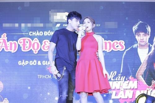 Sao 'Cô dâu 8 tuổi' múa hát chiêu đãi fan Việt - 7