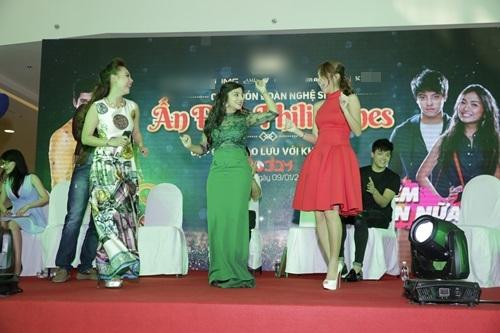 Sao 'Cô dâu 8 tuổi' múa hát chiêu đãi fan Việt - 6