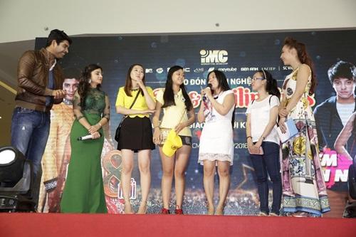 Sao 'Cô dâu 8 tuổi' múa hát chiêu đãi fan Việt - 12