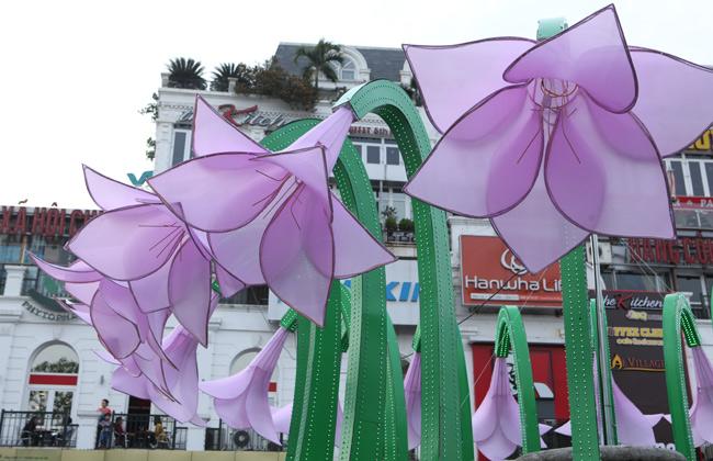 Đã tháo dỡ hoa trang trí ở đài phun nước hồ Hoàn Kiếm - 8