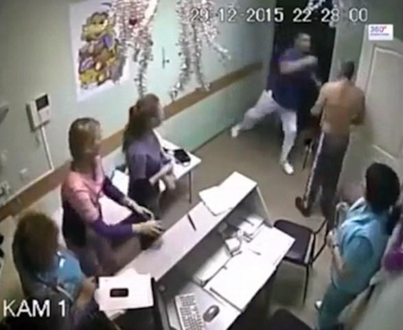 Nga: Bác sĩ đấm một phát chết bệnh nhân - 1