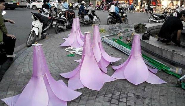 Đã tháo dỡ hoa trang trí ở đài phun nước hồ Hoàn Kiếm - 2