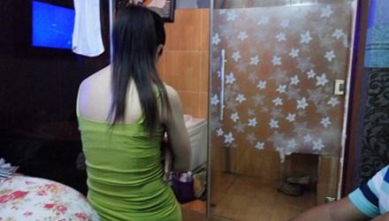 Nhân viên massage chiều khách kiếm tiền triệu mỗi đêm - 1