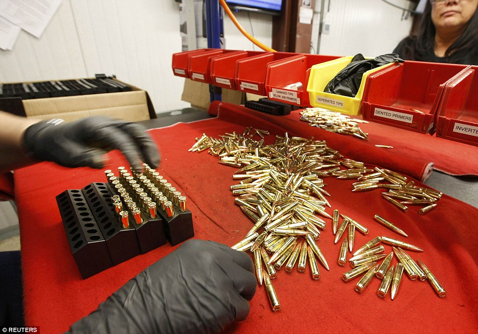 Ảnh: Bên trong nhà máy sản xuất đạn gần trăm năm ở Mỹ - 1