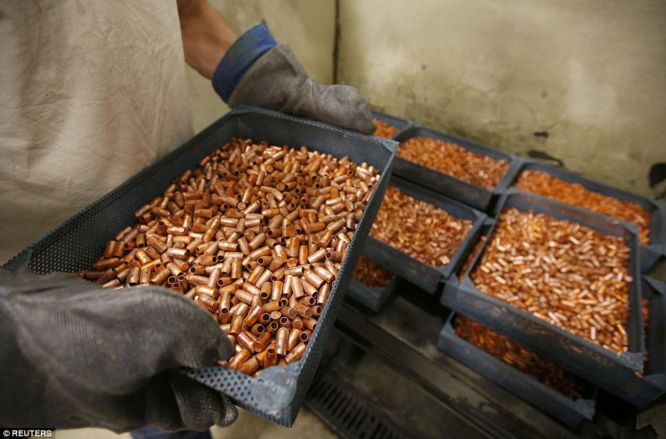 Ảnh: Bên trong nhà máy sản xuất đạn gần trăm năm ở Mỹ - 4