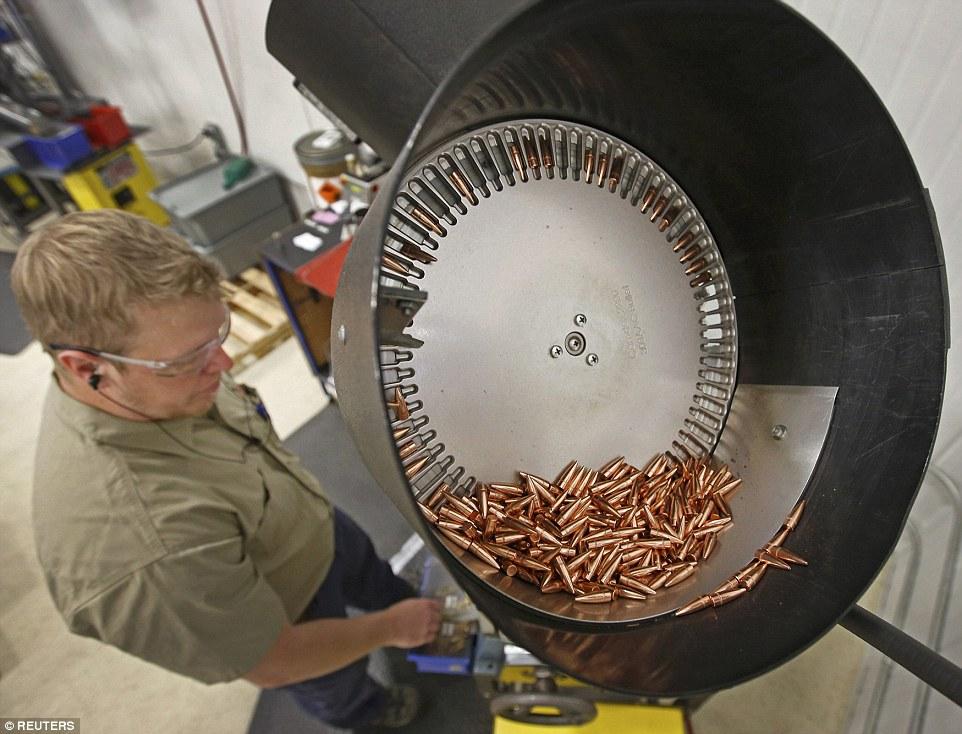 Ảnh: Bên trong nhà máy sản xuất đạn gần trăm năm ở Mỹ - 6