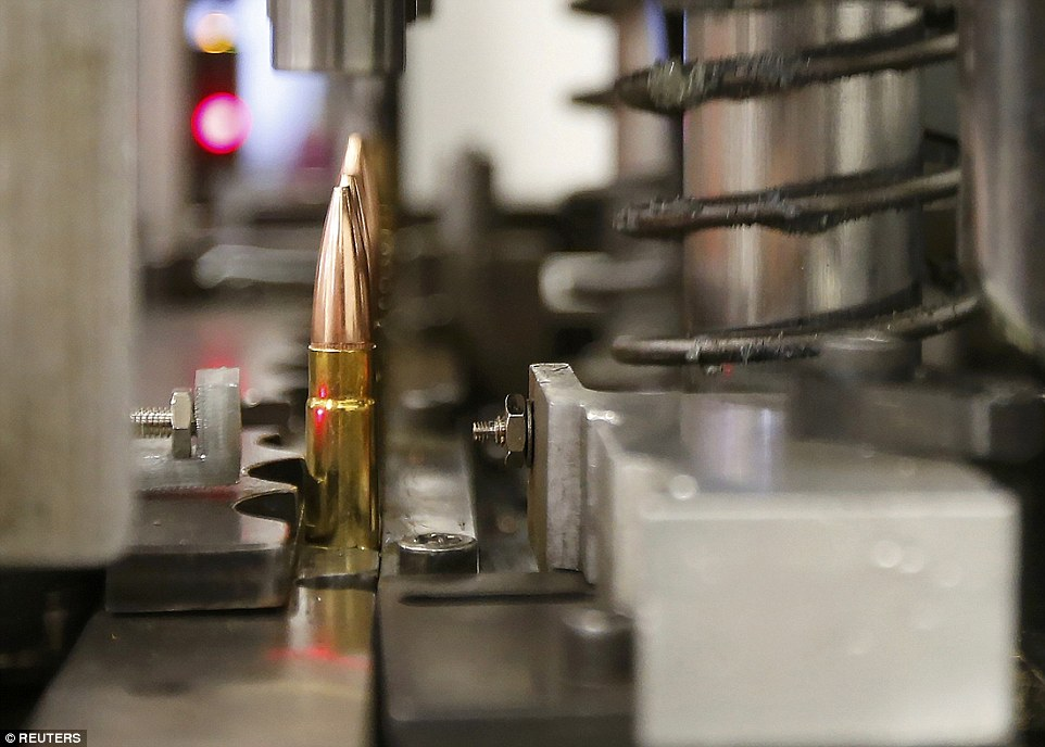 Ảnh: Bên trong nhà máy sản xuất đạn gần trăm năm ở Mỹ - 8