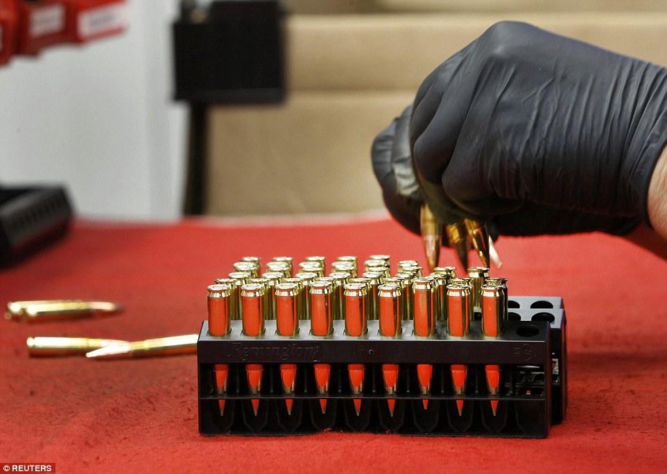 Ảnh: Bên trong nhà máy sản xuất đạn gần trăm năm ở Mỹ - 9