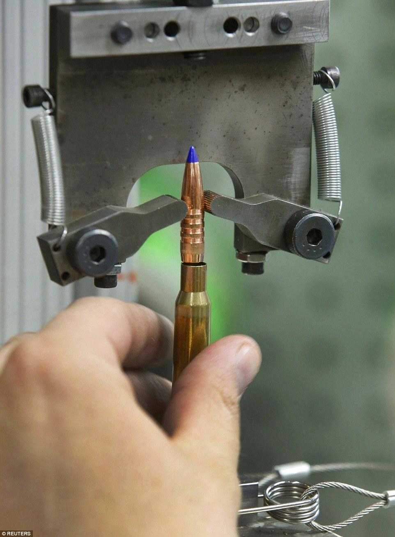 Ảnh: Bên trong nhà máy sản xuất đạn gần trăm năm ở Mỹ - 10