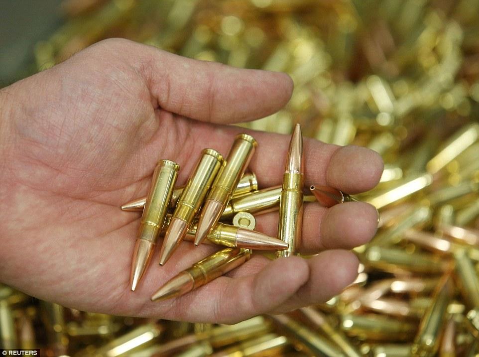 Ảnh: Bên trong nhà máy sản xuất đạn gần trăm năm ở Mỹ - 12