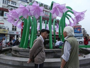 Tin tức trong ngày - Đã tháo dỡ hoa trang trí ở đài phun nước hồ Hoàn Kiếm