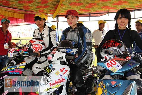 Cô thợ may xinh đẹp giành Á quân giải đua mô tô Việt - 1