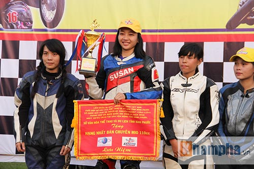 Cô thợ may xinh đẹp giành Á quân giải đua mô tô Việt - 11