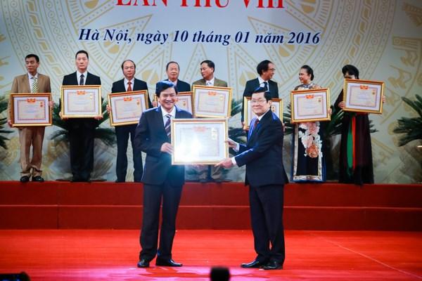 Hoài Linh, Xuân Bắc rạng rỡ nhận danh hiệu Nghệ sĩ ưu tú - 4
