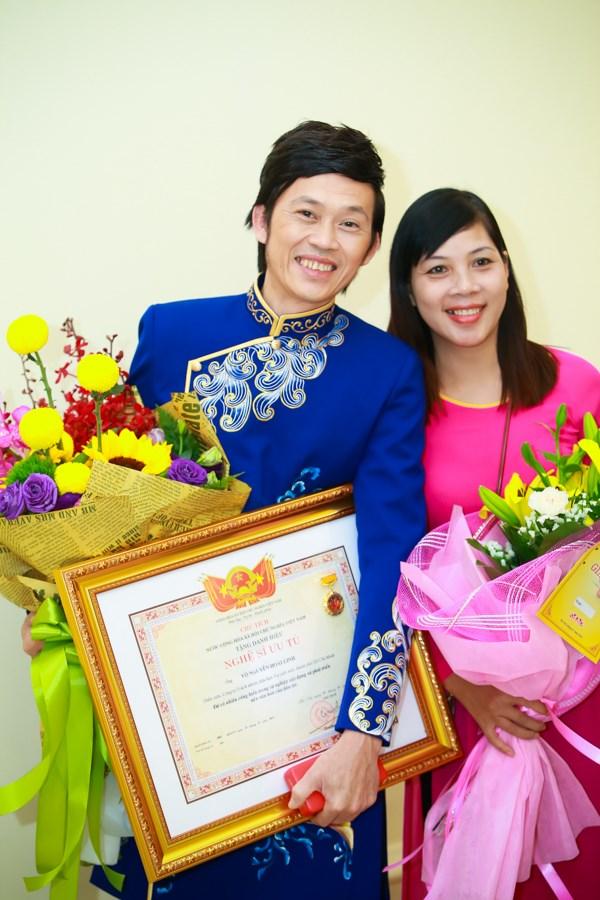 Hoài Linh, Xuân Bắc rạng rỡ nhận danh hiệu Nghệ sĩ ưu tú - 1