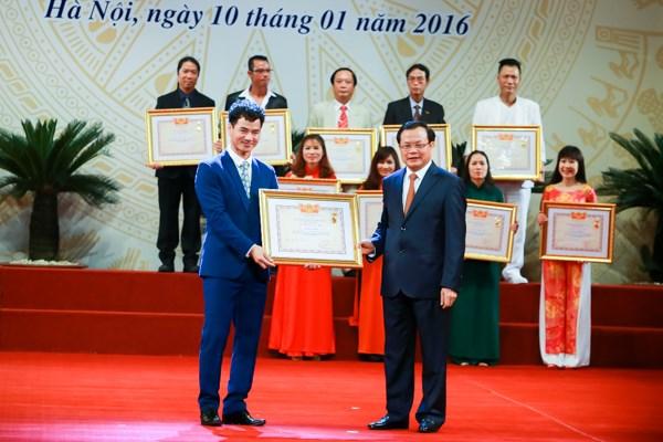 Hoài Linh, Xuân Bắc rạng rỡ nhận danh hiệu Nghệ sĩ ưu tú - 2
