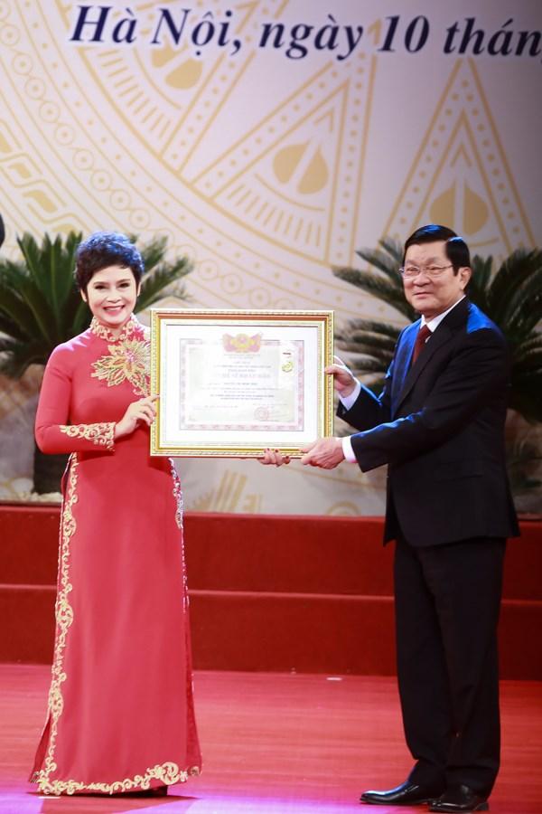 Hoài Linh, Xuân Bắc rạng rỡ nhận danh hiệu Nghệ sĩ ưu tú - 6