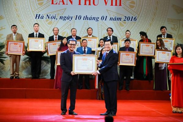 Hoài Linh, Xuân Bắc rạng rỡ nhận danh hiệu Nghệ sĩ ưu tú - 7