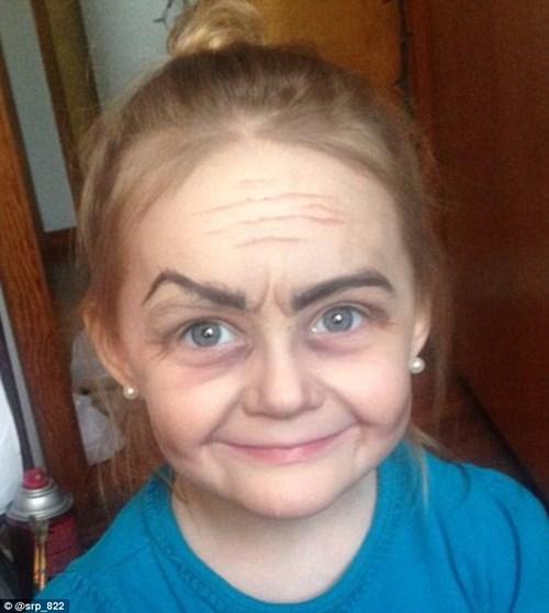 'Phù phép' bé gái 3 tuổi thành bà cụ 80 - 1