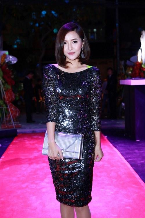 Elly Trần khoe dáng nuột nà sau khi sinh con 2 tháng - 10