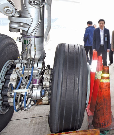 """Hậu trường """"thót tim"""" ứng cứu máy bay VN162 xịt lốp - 2"""