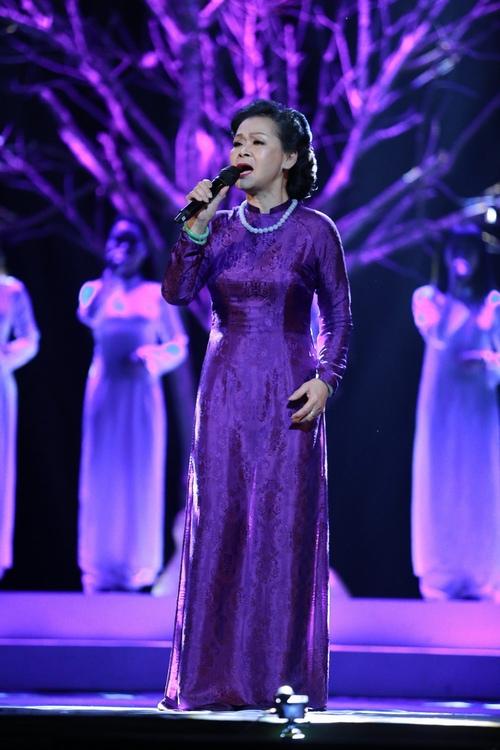 Khánh Ly bị khán giả Hà Nội vây kín sau đêm diễn - 7