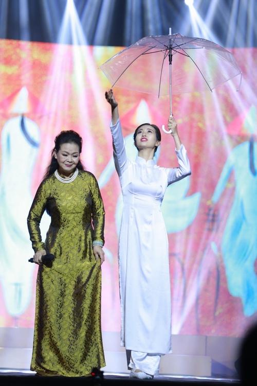 Khánh Ly bị khán giả Hà Nội vây kín sau đêm diễn - 9