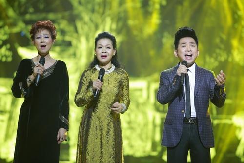 Khánh Ly bị khán giả Hà Nội vây kín sau đêm diễn - 11