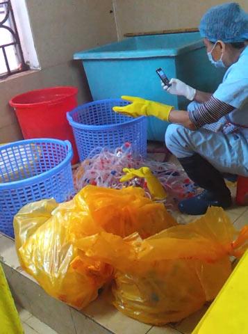 Bộ Y tế yêu cầu BV Bạch Mai báo cáo vụ tuồn rác y tế ra ngoài - 1
