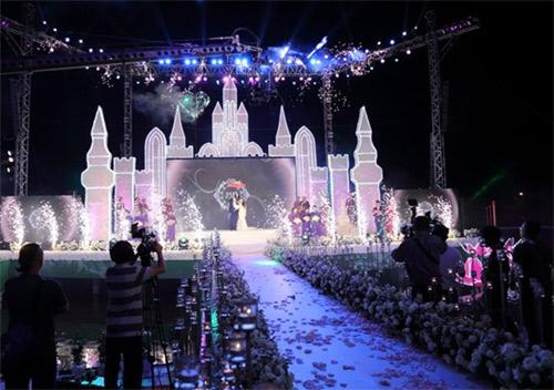 Mr Đàm: 'Cát-sê hát đám cưới 15.000 USD là thường' - 1