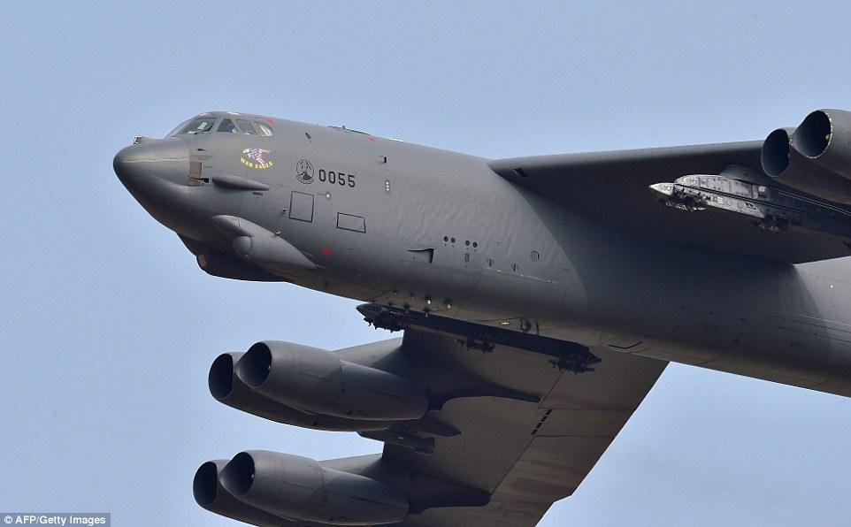 """Xem """"pháo đài bay"""" B-52 Mỹ lượn gần biên giới Triều Tiên - 3"""