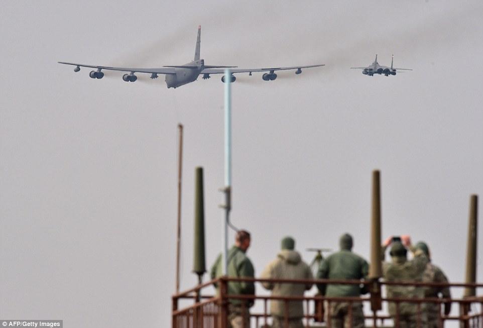 """Xem """"pháo đài bay"""" B-52 Mỹ lượn gần biên giới Triều Tiên - 4"""