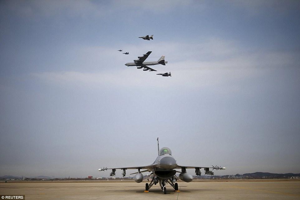 """Xem """"pháo đài bay"""" B-52 Mỹ lượn gần biên giới Triều Tiên - 5"""