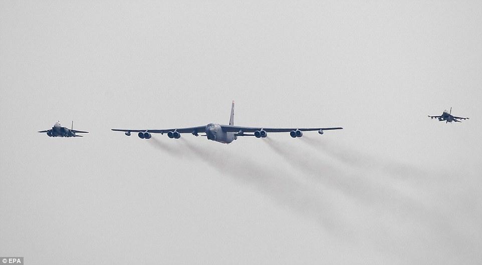 """Xem """"pháo đài bay"""" B-52 Mỹ lượn gần biên giới Triều Tiên - 7"""