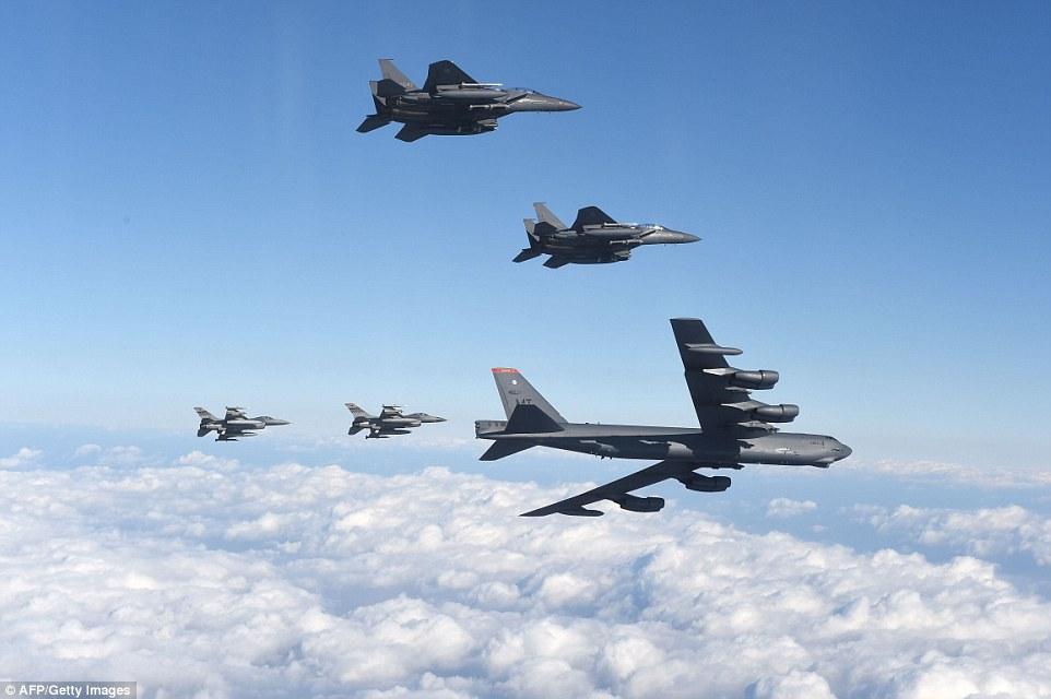 """Xem """"pháo đài bay"""" B-52 Mỹ lượn gần biên giới Triều Tiên - 9"""