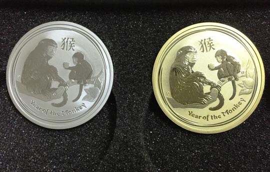Đồng xu mạ vàng in hình khỉ giá 3 triệu đồng - 2