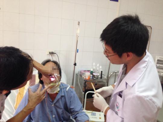 Từ vết loét nhỏ đến... ung thư lưỡi - 1