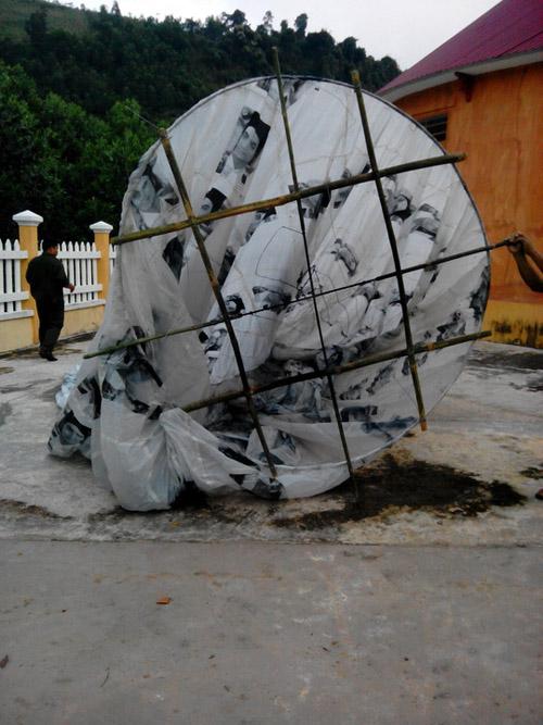 Vật thể lạ khổng lồ rơi xuống miền núi Quảng Nam - 3