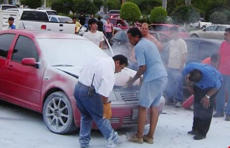 Các nước quy định thế nào về bình chữa cháy trên ô tô? - 1