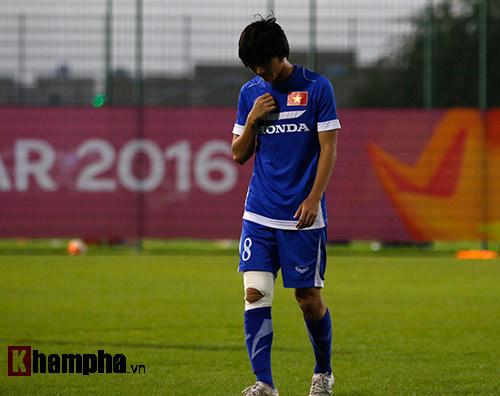 U23 Việt Nam: HLV Miura cười thật tươi với Tuấn Anh - 1