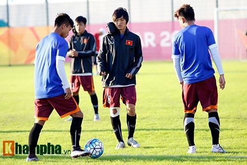 U23 Việt Nam: HLV Miura cười thật tươi với Tuấn Anh - 2